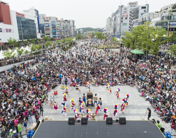 Fun Run – Ansan Street Arts Festival 2015. © Image by Studio Pal.