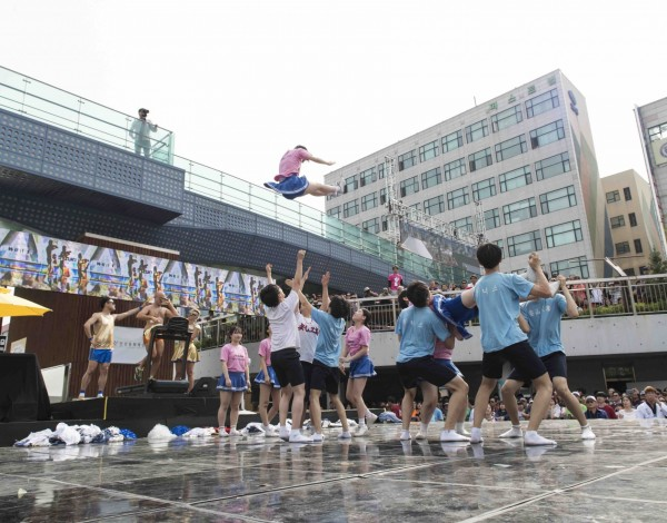Fun Run – Ansan Street Arts Festival 2015. © Image by Studio Pal.
